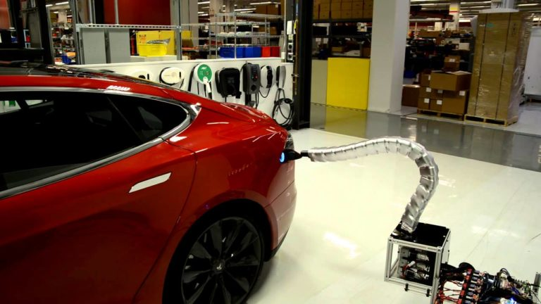 Tesla still has hope for its automatic «snake charger»